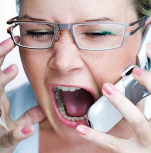 Hurler au téléphone