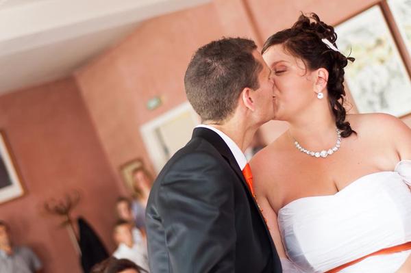 Mariage orange et blanc