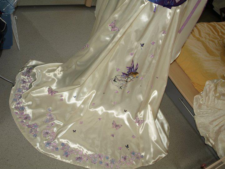 robe de mariée colorée et brodée