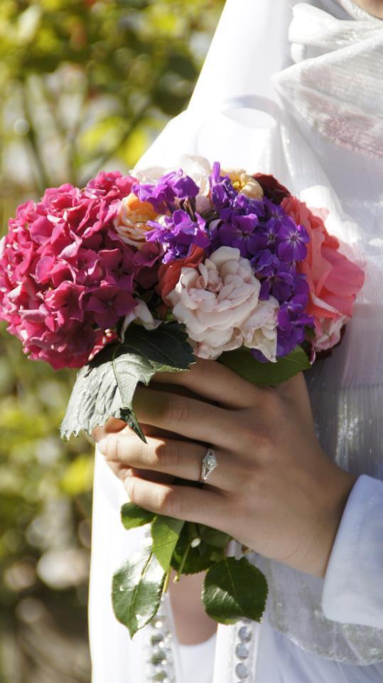 bouquet de roses, pivoines et hortensias