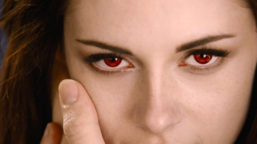 Bella yeux rouge