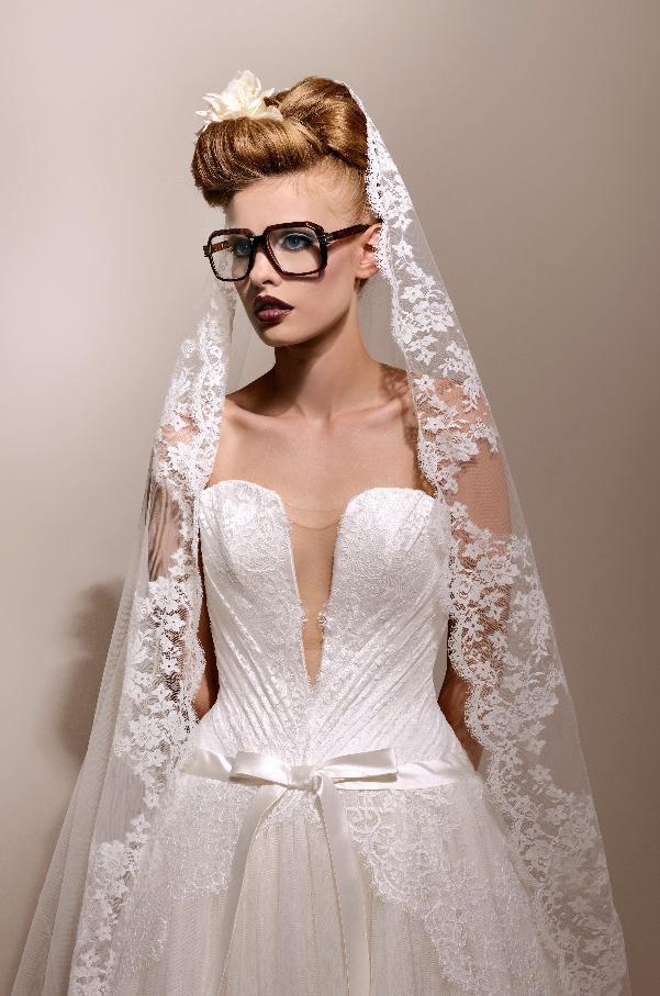 mariée à grosses lunettes