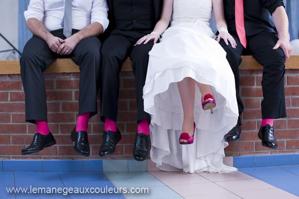mariés chaussures et chaussettes fuchsia