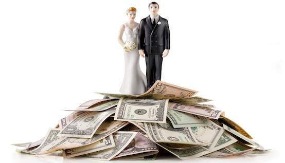 mariés montagne de billets