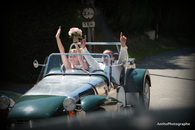 mariage rose champetre voiture maries