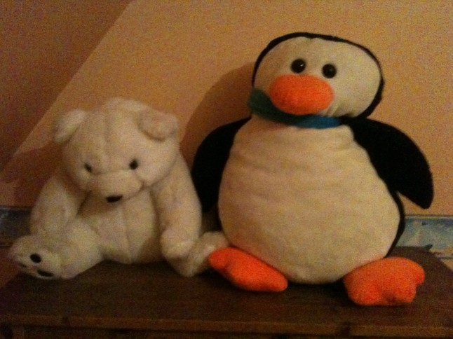 peluches ours blanc et pingouin