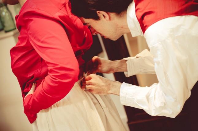 le marié noue de jupon