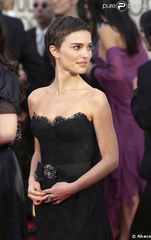 Natalie Portman cheveux courts et bustier
