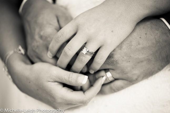 mains mariés