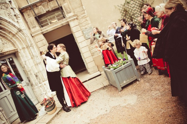 mariage médiéval sortie mairie