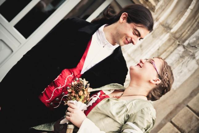mariés rire mariage médiéval