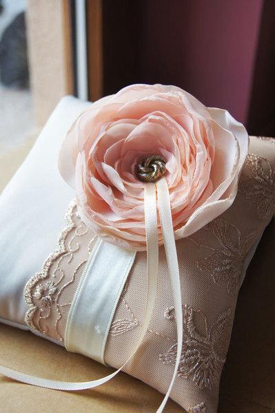 coussin-alliance-mariage-fleur-saumon