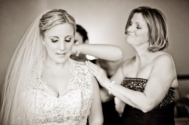 habillage mariée avec sa maman