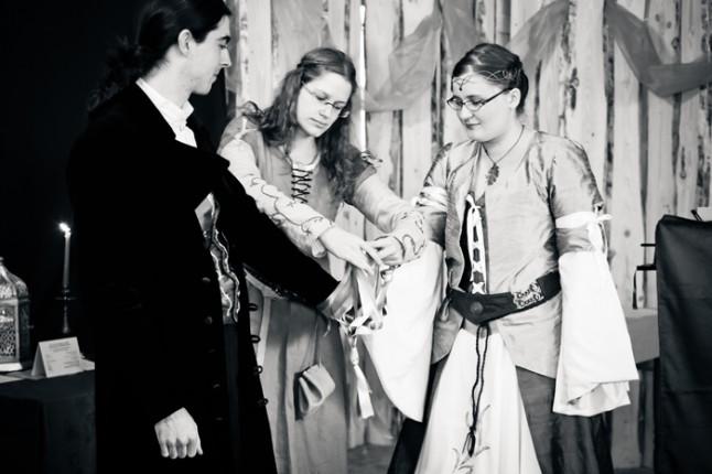 mariage médiéval rituel des rubans