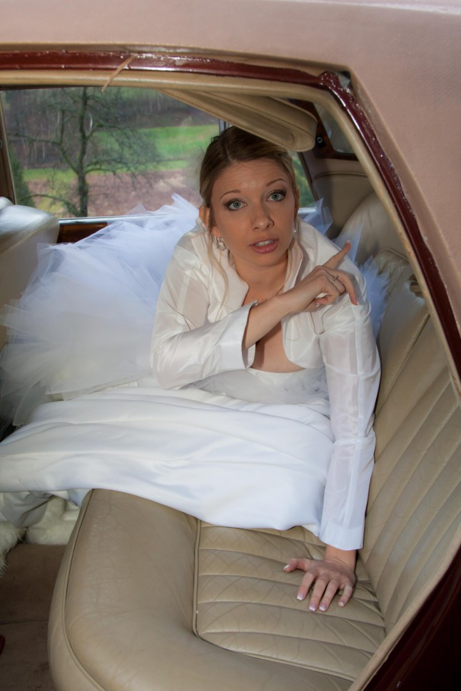 mariée dans la voiture