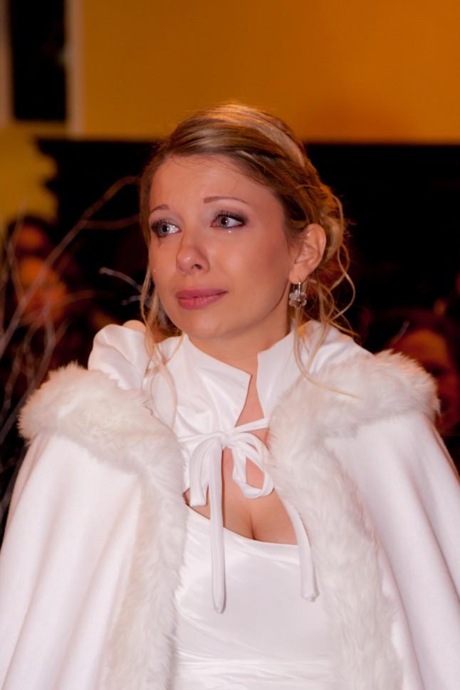 cérémonie religieuse mariée émue aux larmes