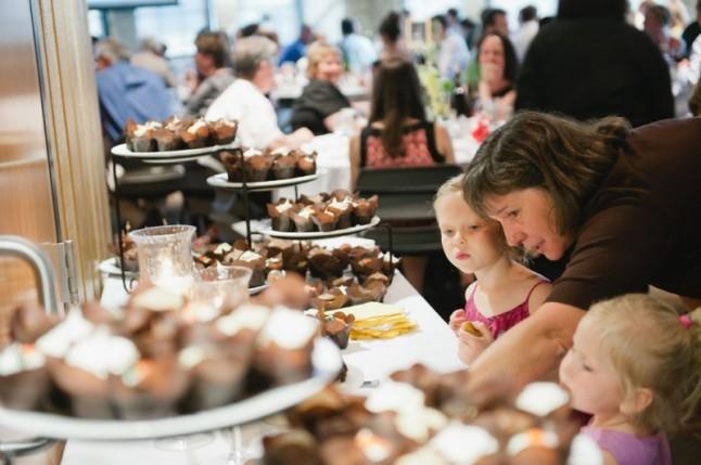buffet de desserts maman et enfants