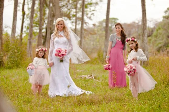 mariée, demoiselle d'honneur et fillettes