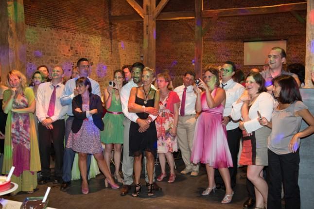 mariage couleur rose photo de groupe soirée