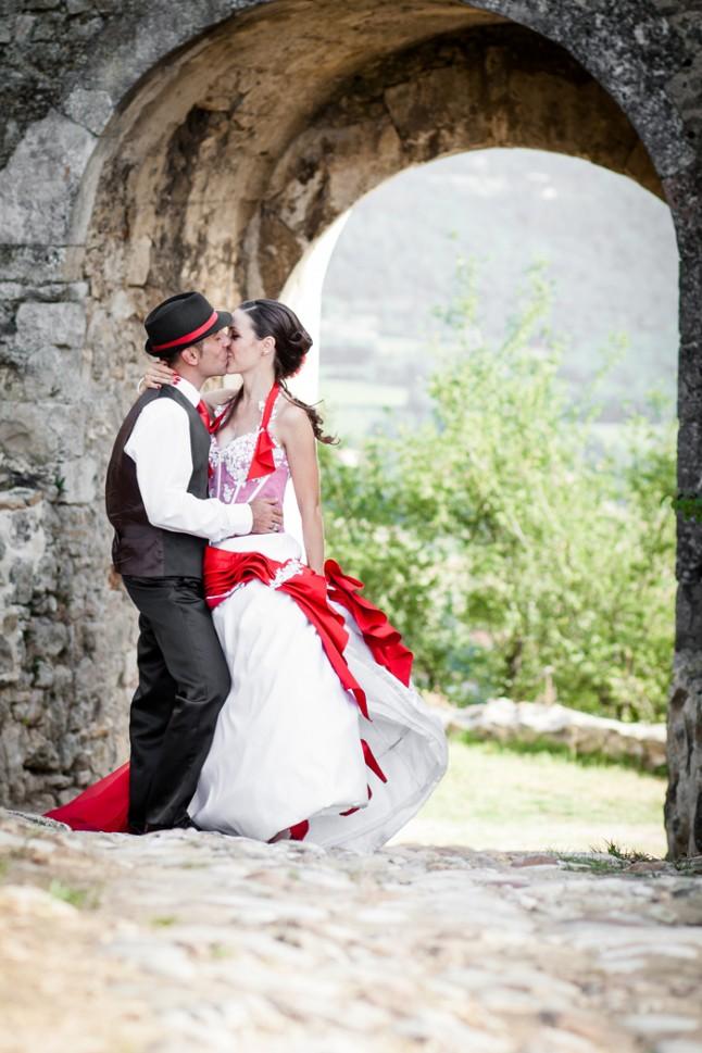 mariage rouge et noir photo couple