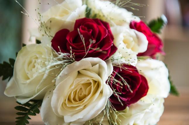 bouquet de mariée blanc et rouge