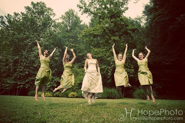 saut demoiselles d'honneur et mariée