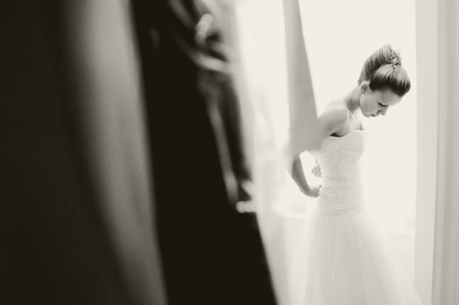 mariage surprise à Lyon - habillage mariée