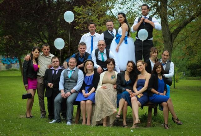 mariage thème cirque photo de groupe