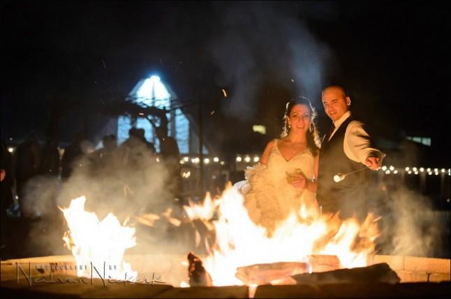 mariage feu de camp et marshmallow