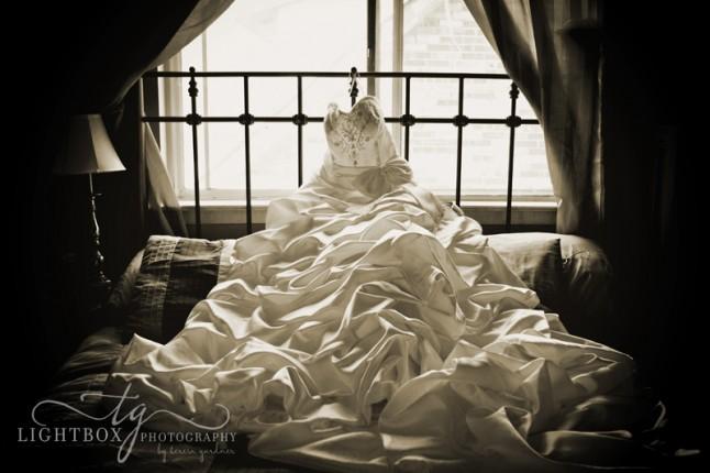 robe de mariée sur le lit
