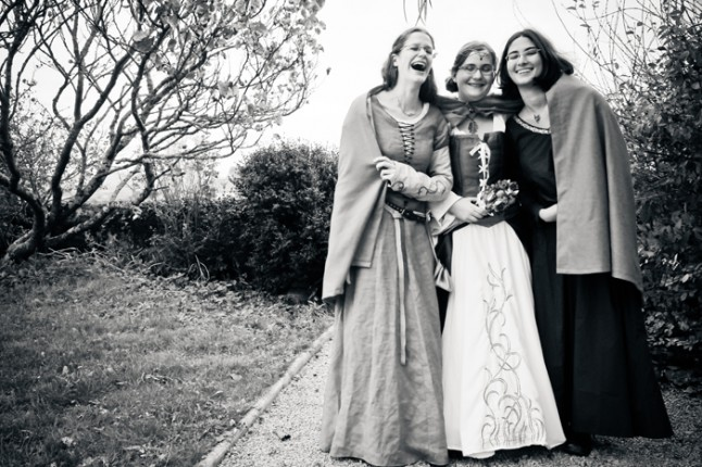 mariage médiéval mariée et amies