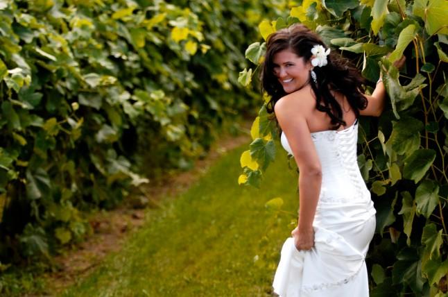 mariée rieuse verdure