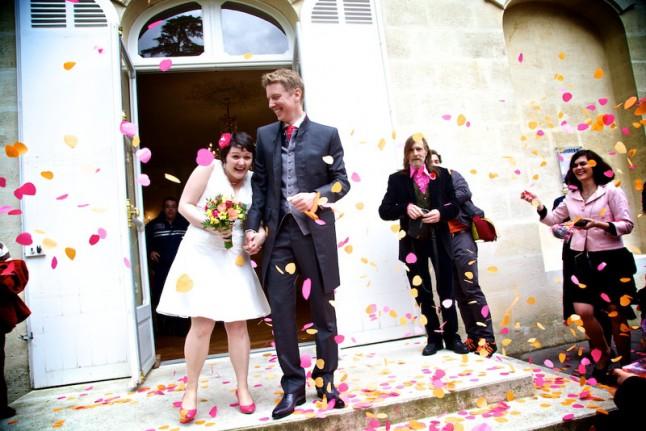 sortie des mariés confettis