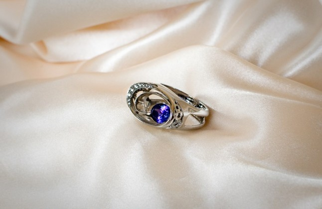 Bague platine, tanzanite ovale 3,2cts et 32 diamants taille brillant