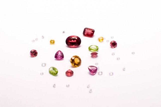 Pierres - Diamants Saphirs Citrines Grenats Péridot