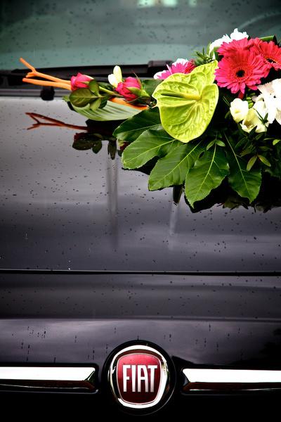 décoration florale voiture de mariés