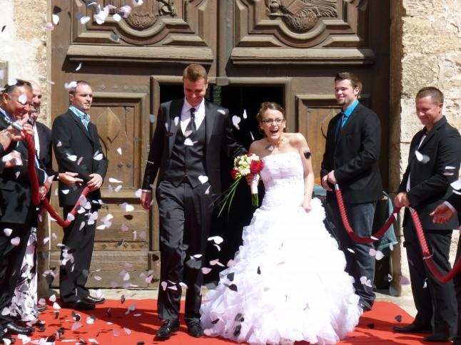 sortie des mariés tapis rouge