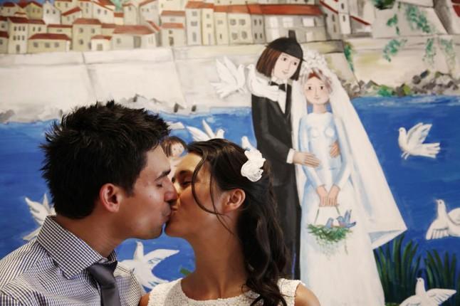 baiser des mariés mairie d'Antibes dessin de Peynet