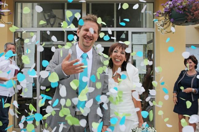 sortie de mairie confettis