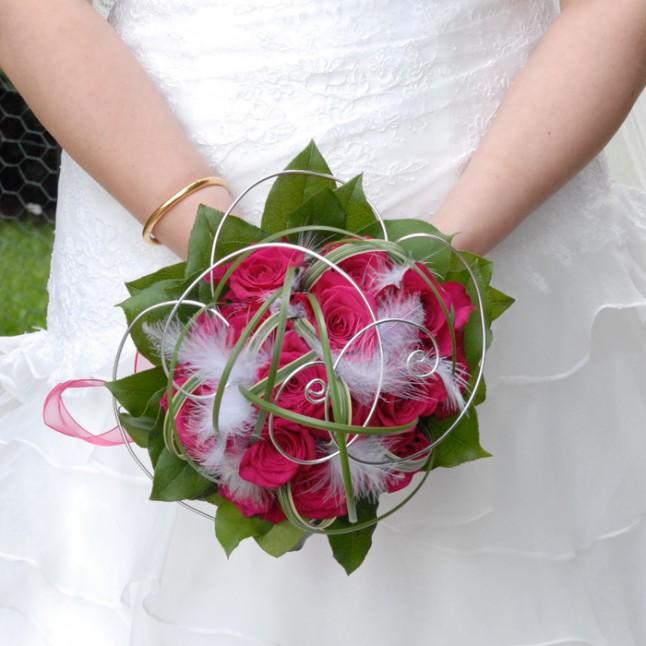 bouquet de mariée rose blanc et feuilles