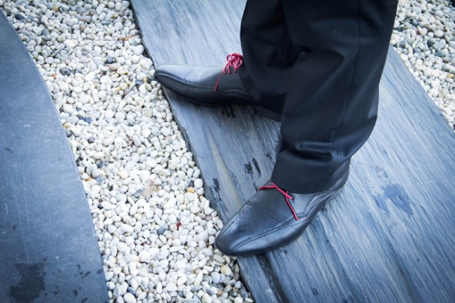 chaussures du marié lacets rouges