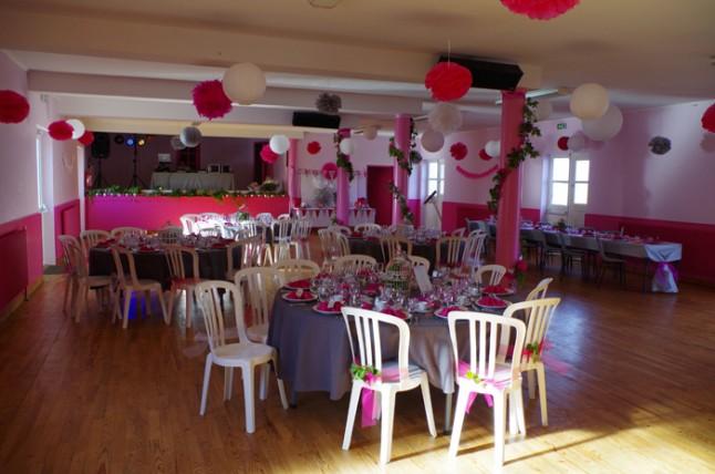 déco de salle mariage blanc et rose