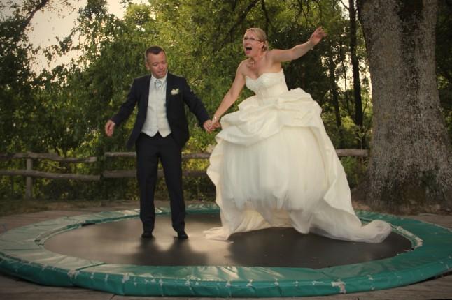 mariée trampoline