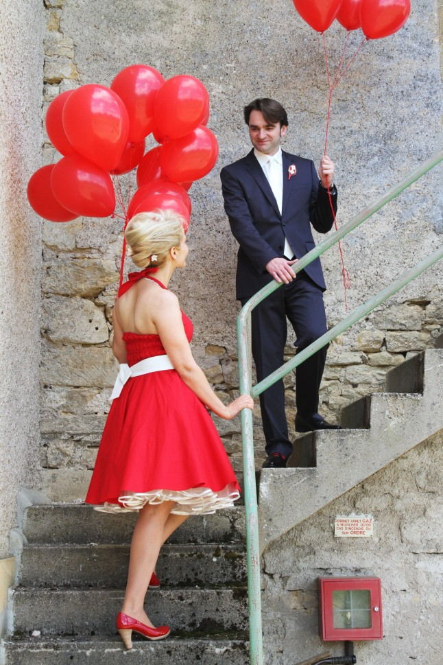 Ballons rouges mariés
