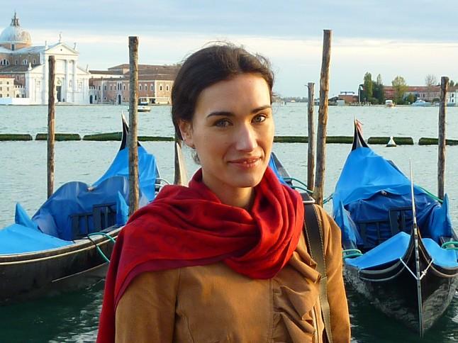 Mlle Venise devant les gondoles