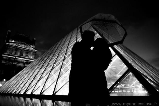 Séance d'engagement futurs mariés Paris le Louvre