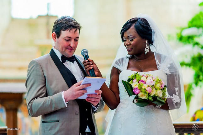 mariés à l'église couple mixte