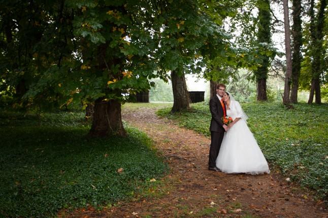 Photos de couple jeunes mariés d'automne
