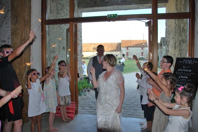 Entrée des mariés mariage champêtre romantique