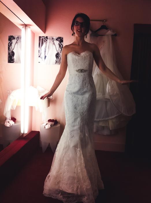 Essayage de la bonne robe de mariée